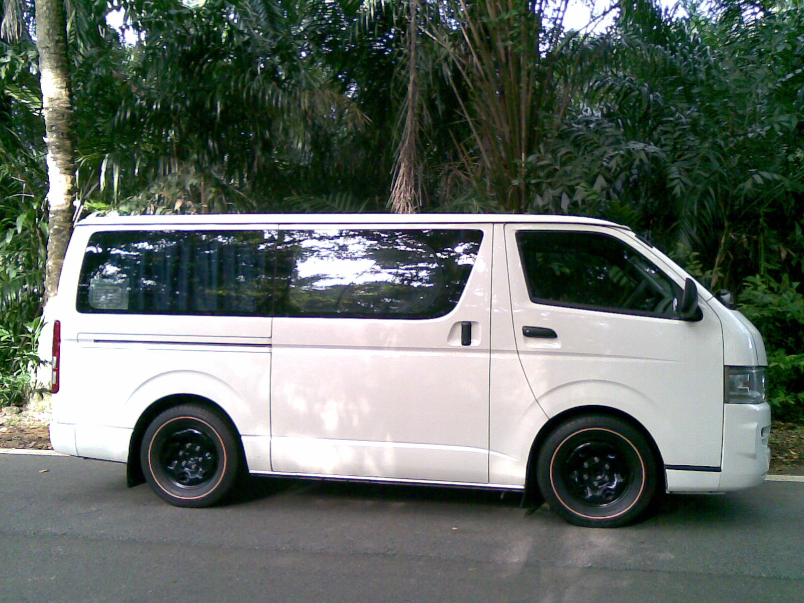 Toyota Hiace 2001 photo - 5