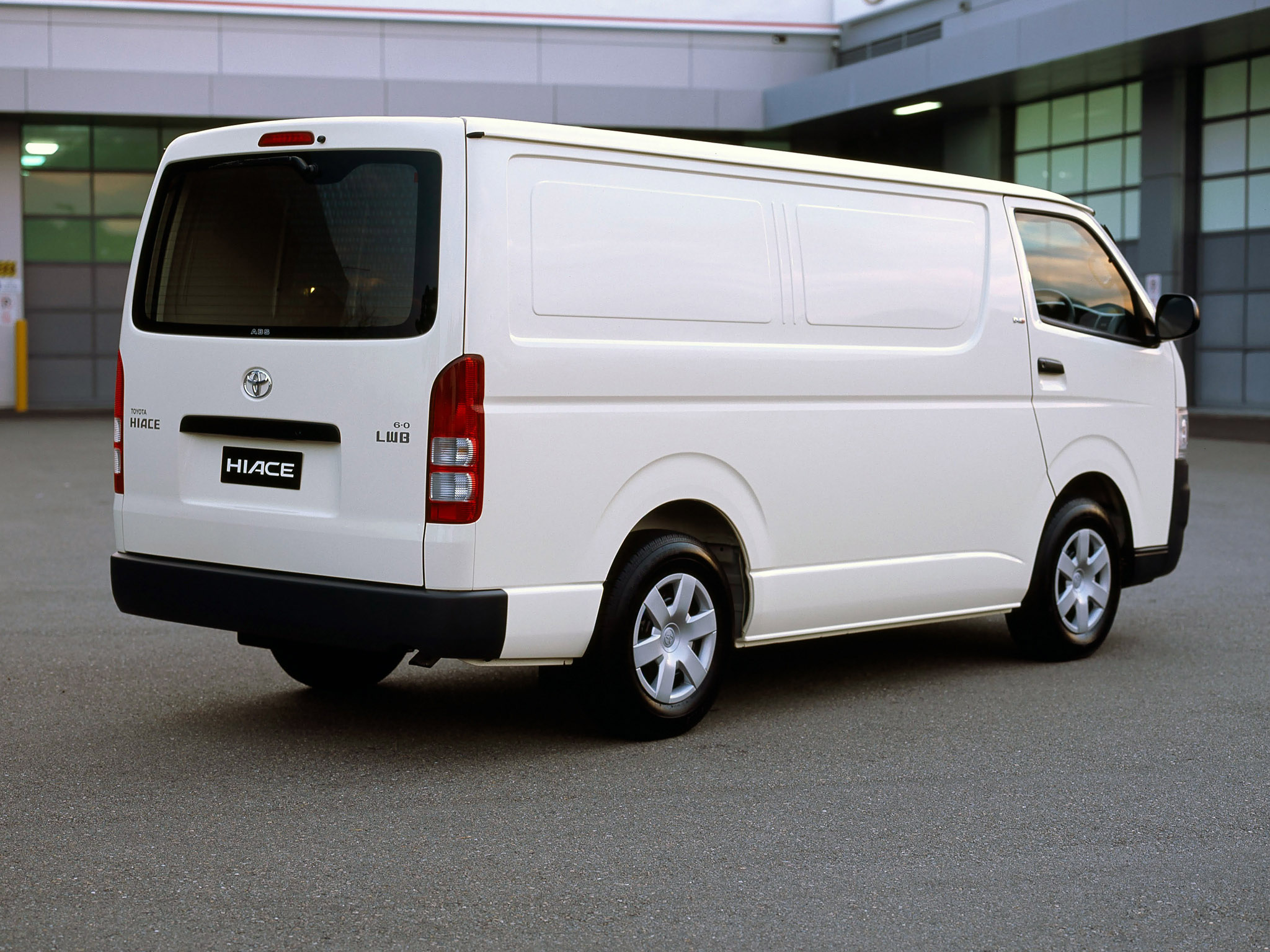 Toyota Hiace 2012: Review, Amazing Pictures and Images ...
