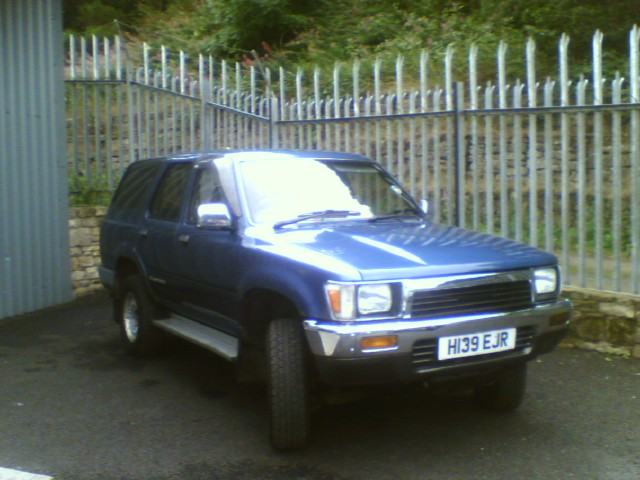 Toyota Hilux 1991 photo - 4