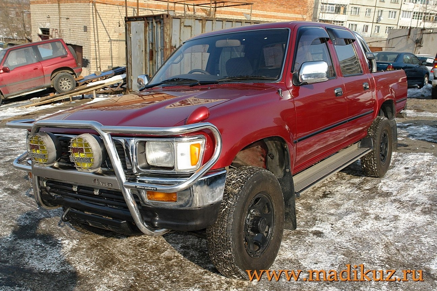 Toyota Hilux Surf 1996 photo - 2
