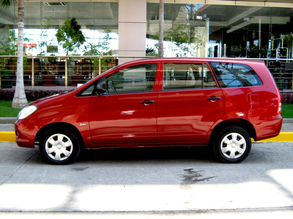 Toyota innova 2005 photo - 3