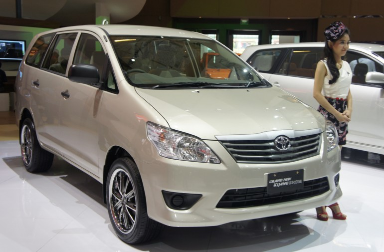 Toyota Innova 2011 Review Amazing Pictures And Images Look At The Car