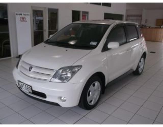 Toyota ist 2005 photo - 2