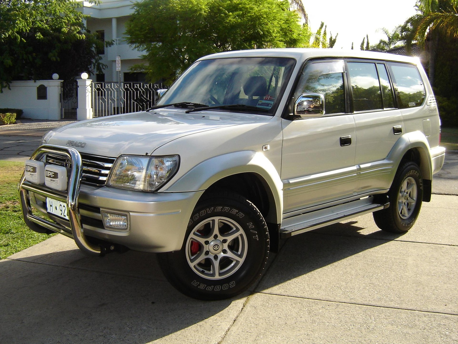 Toyota Land Cruiser Prado 2004 photo - 3