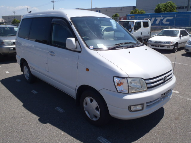 Toyota Noah 1998 photo - 1