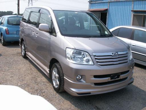 Toyota Noah 2002 photo - 1