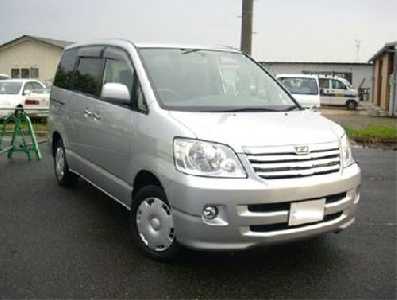 Toyota Noah 2002 photo - 3