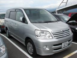 Toyota Noah 2002 photo - 4