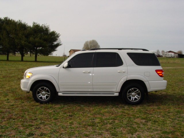 Toyota Sequoia 2004 photo - 2