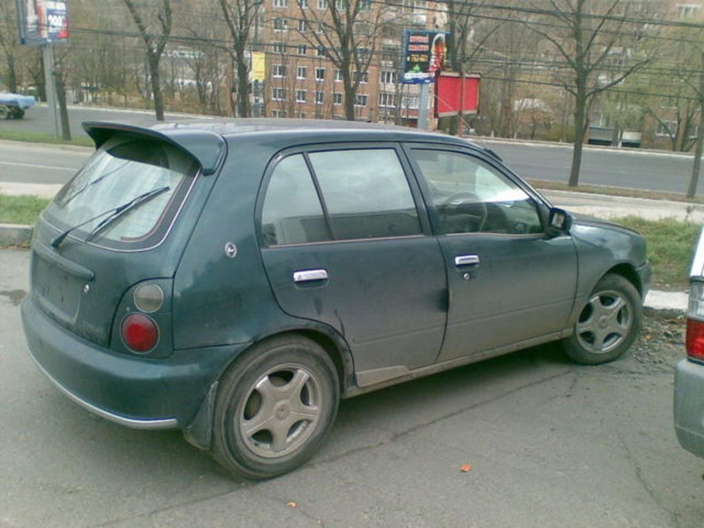 Toyota Starlet 1997 photo - 2