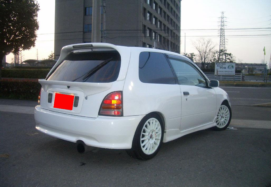 Toyota Starlet 1999 photo - 2