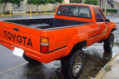 Toyota Tacoma 1985 photo - 3