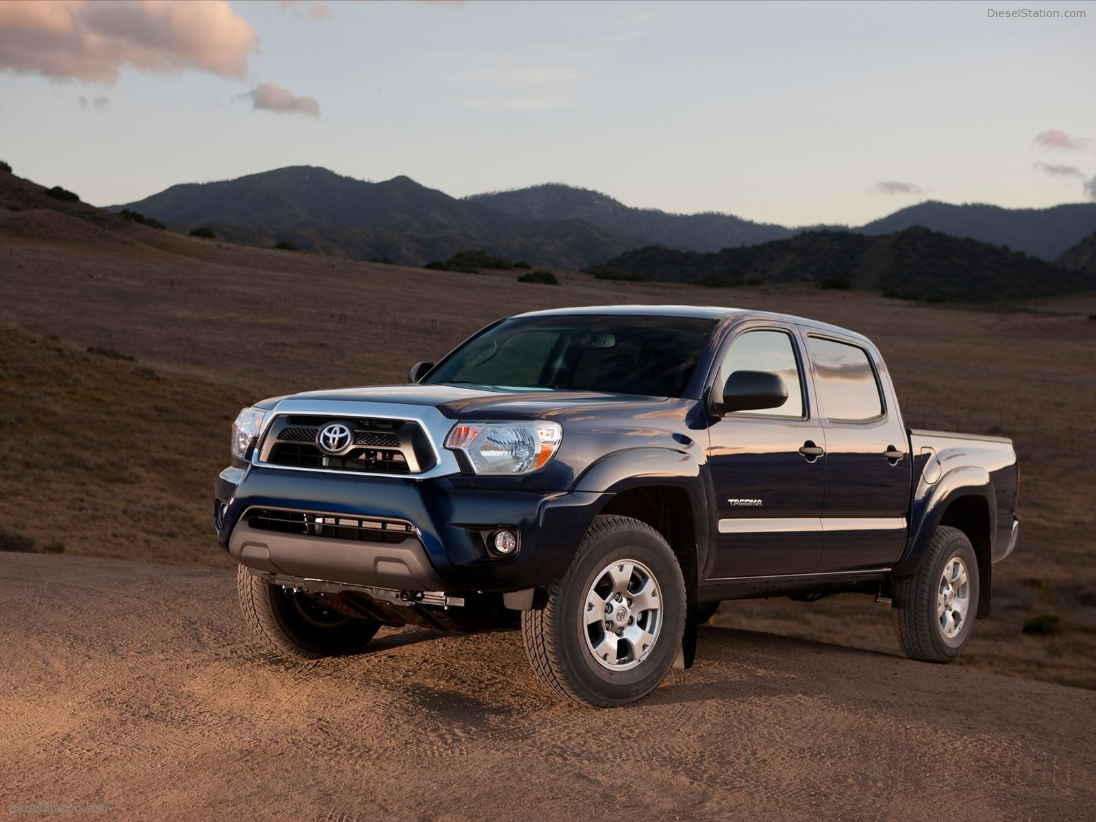 Toyota Tacoma 2012 photo - 3