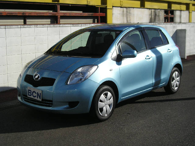 Toyota Vitz 2005 photo - 1