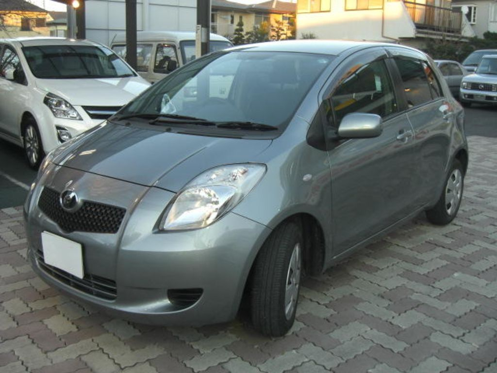 Toyota Vitz 2005 photo - 2