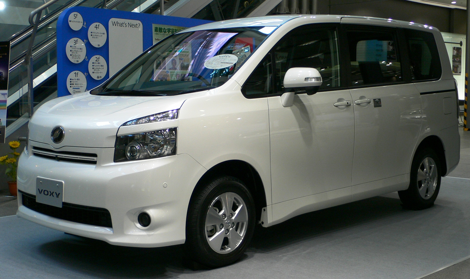 Toyota Voxy 2007 photo - 3
