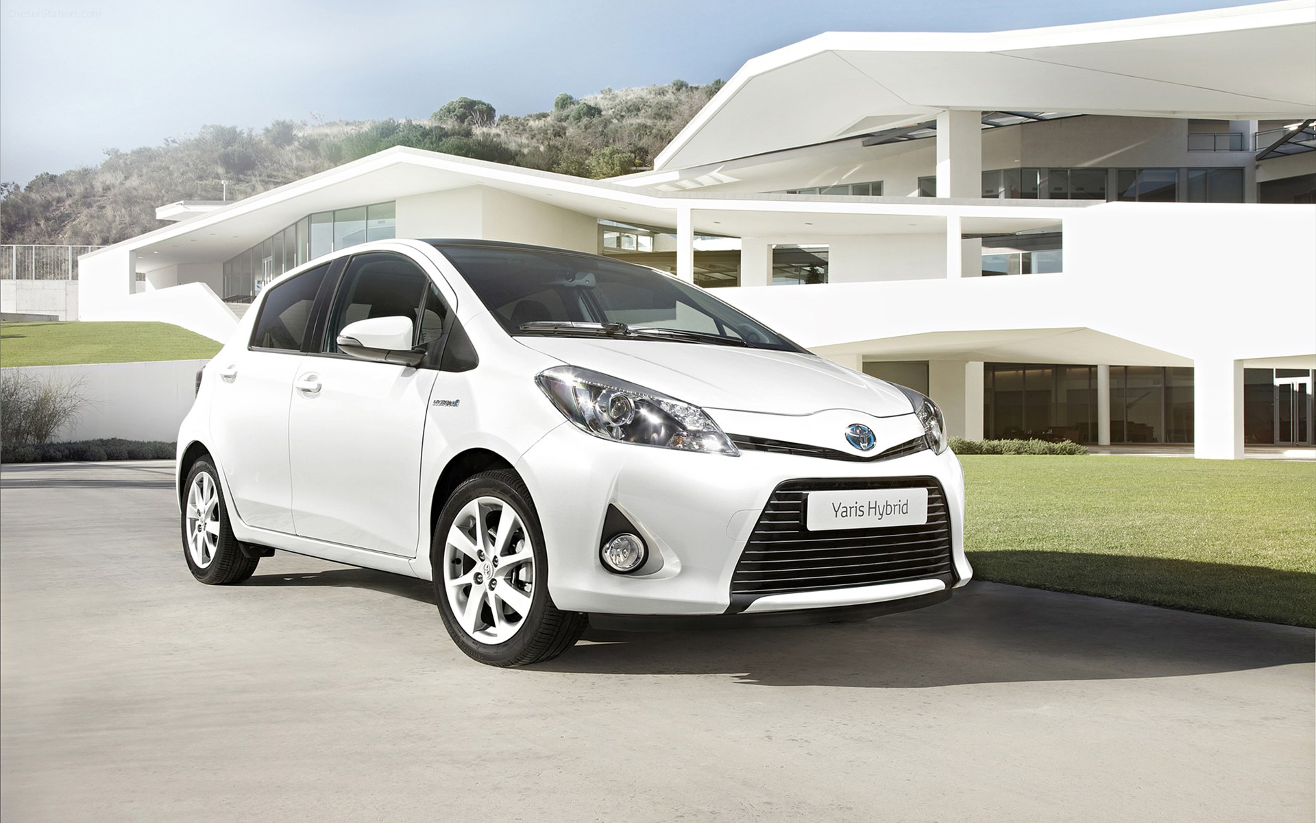 toyota yaris 2013 review amazing pictures and images. Black Bedroom Furniture Sets. Home Design Ideas