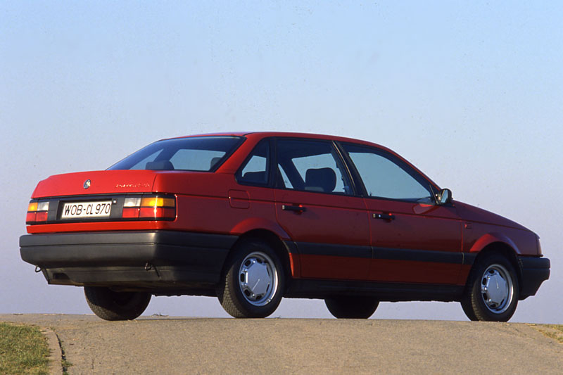 Volkswagen Passat 1988 photo - 3