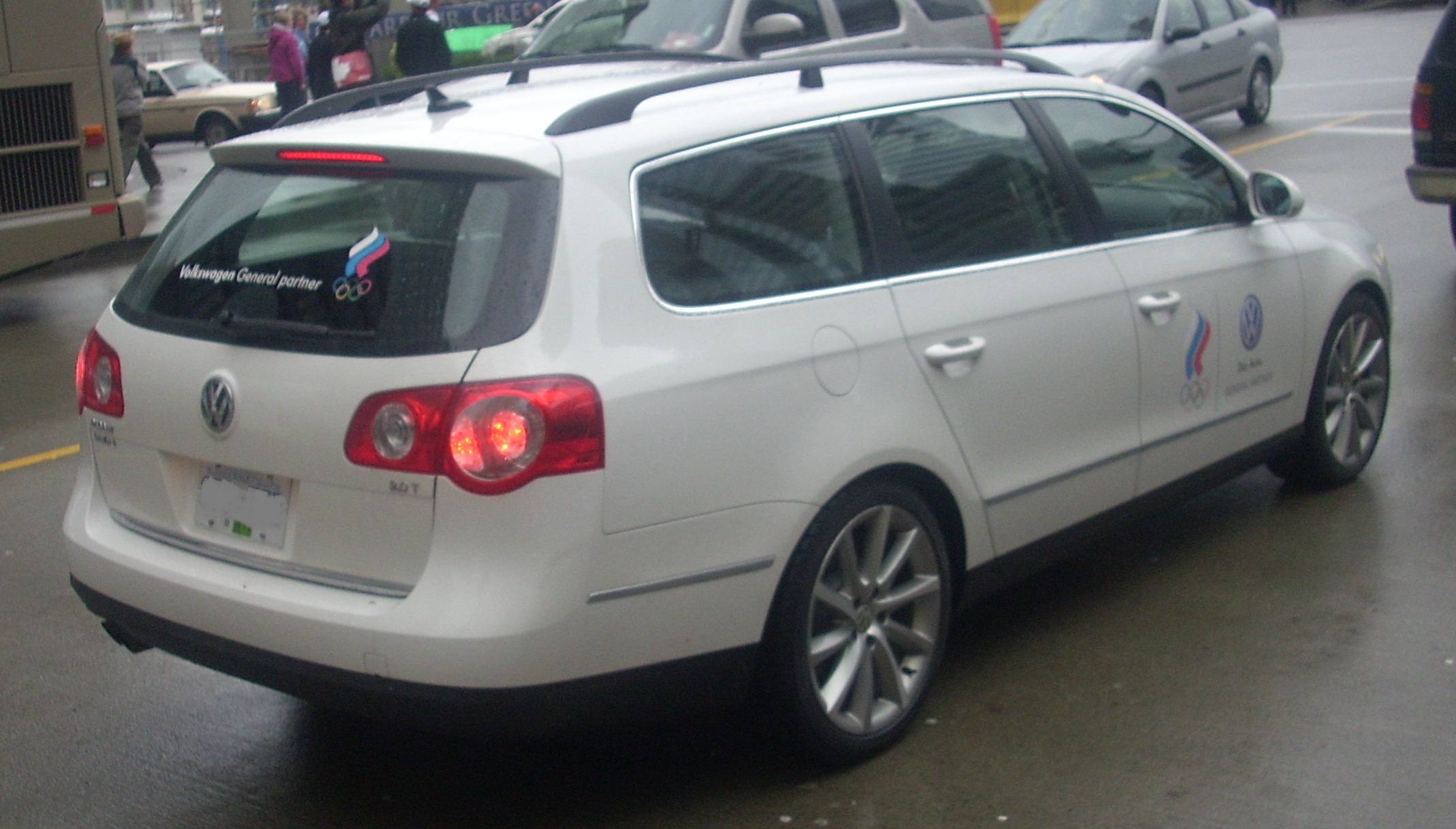 Volkswagen Passat Variant 2010 photo - 2