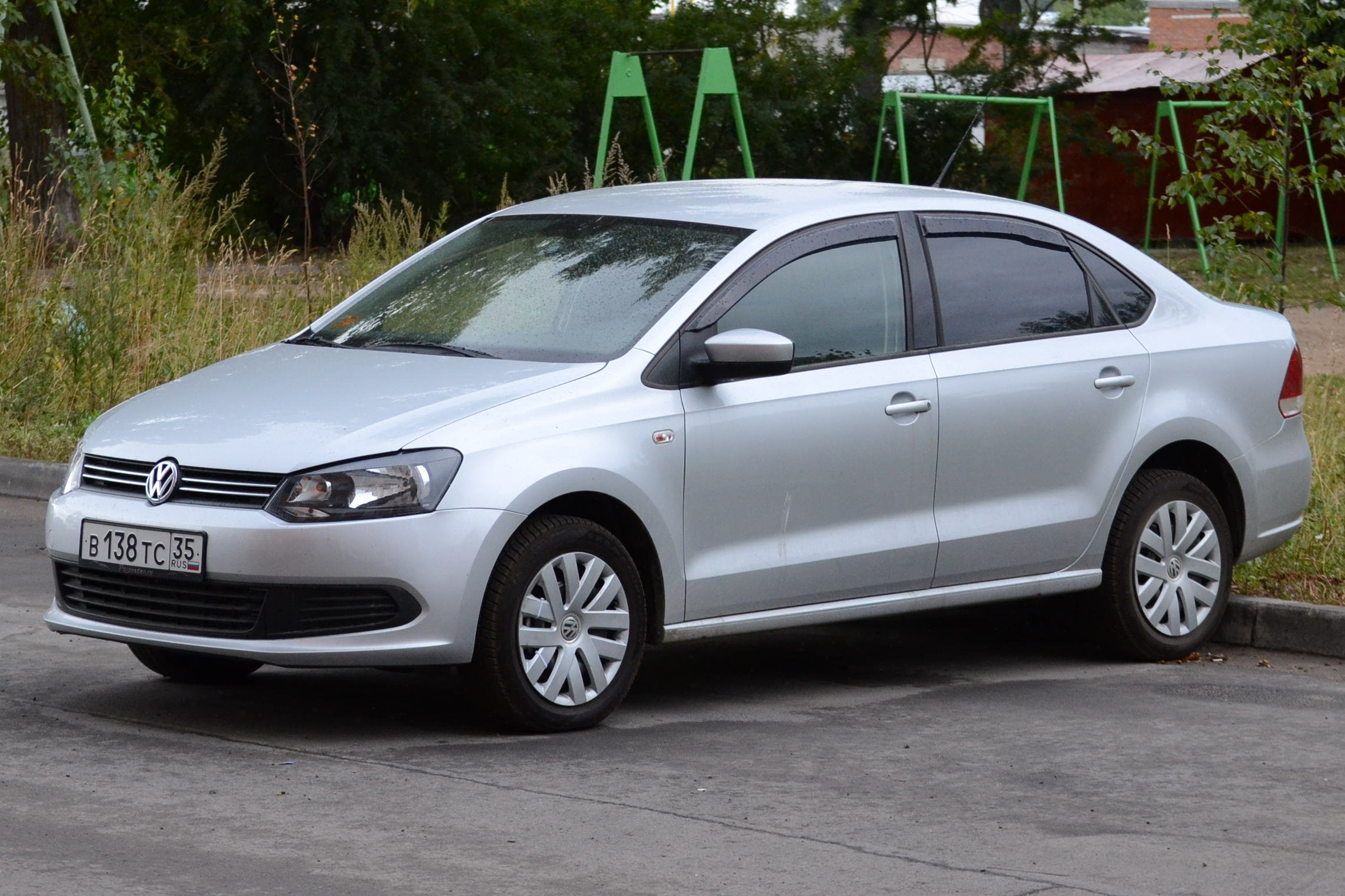 Volkswagen Polo Sedan 2004: Review, Amazing Pictures and Images – Look at the car