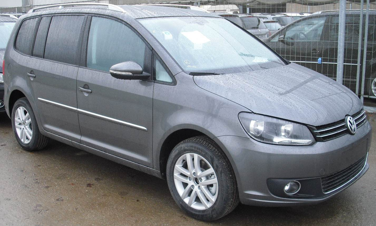 Volkswagen Touran 2011 photo - 1