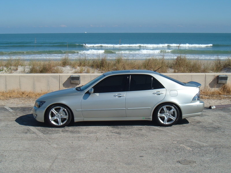 Lexus 300 photo - 3