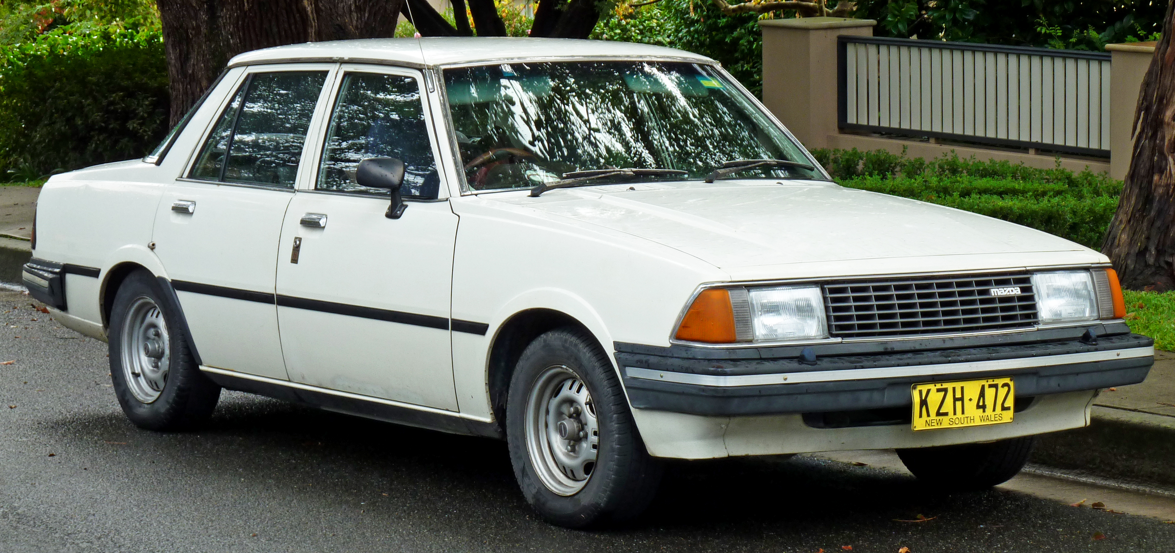 Mazda Capella 1982 photo - 2