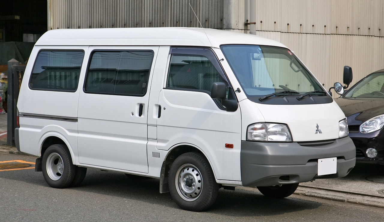 Mazda Van 2003