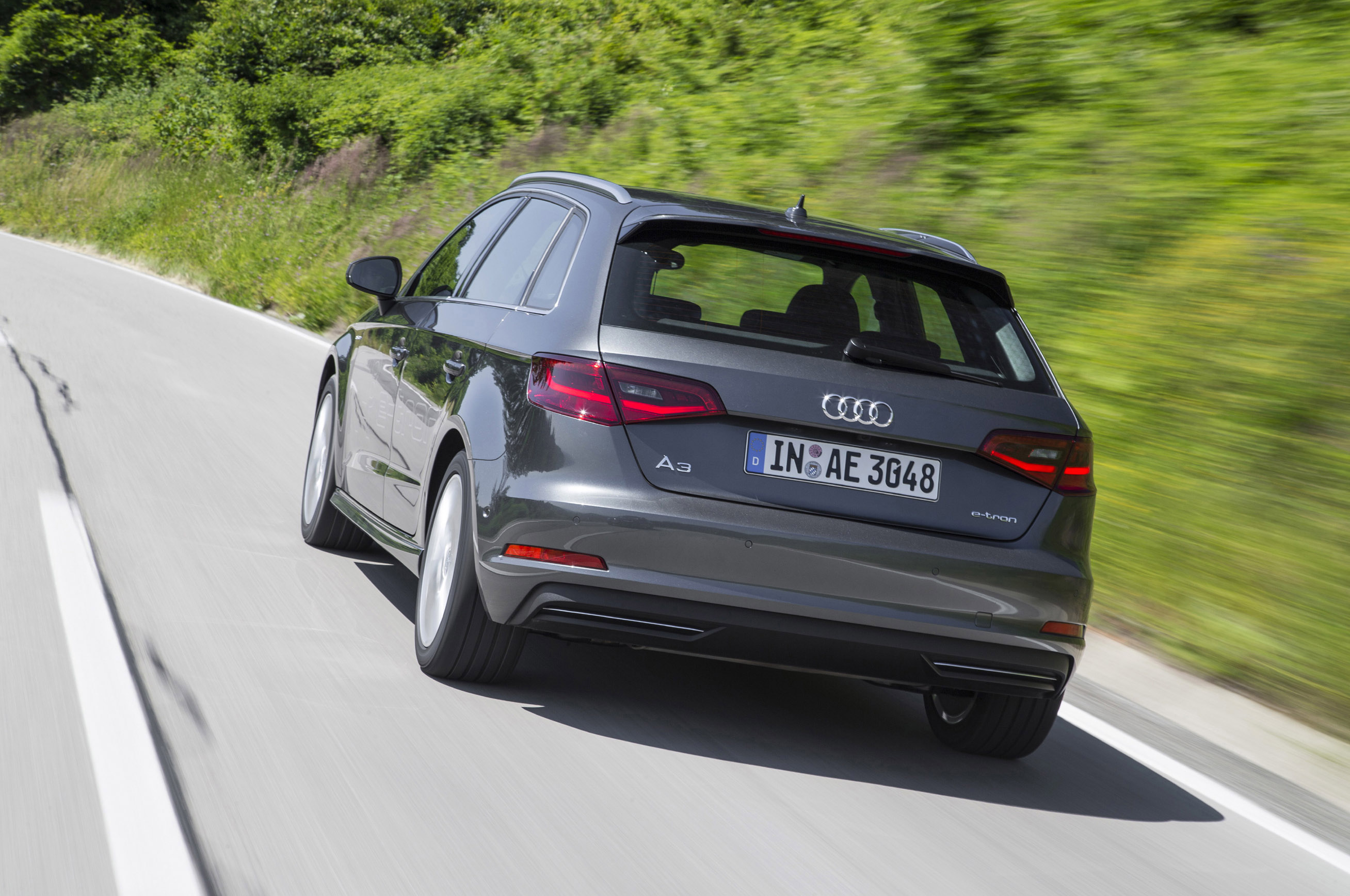 Audi E-tron 2015 Photo - 1