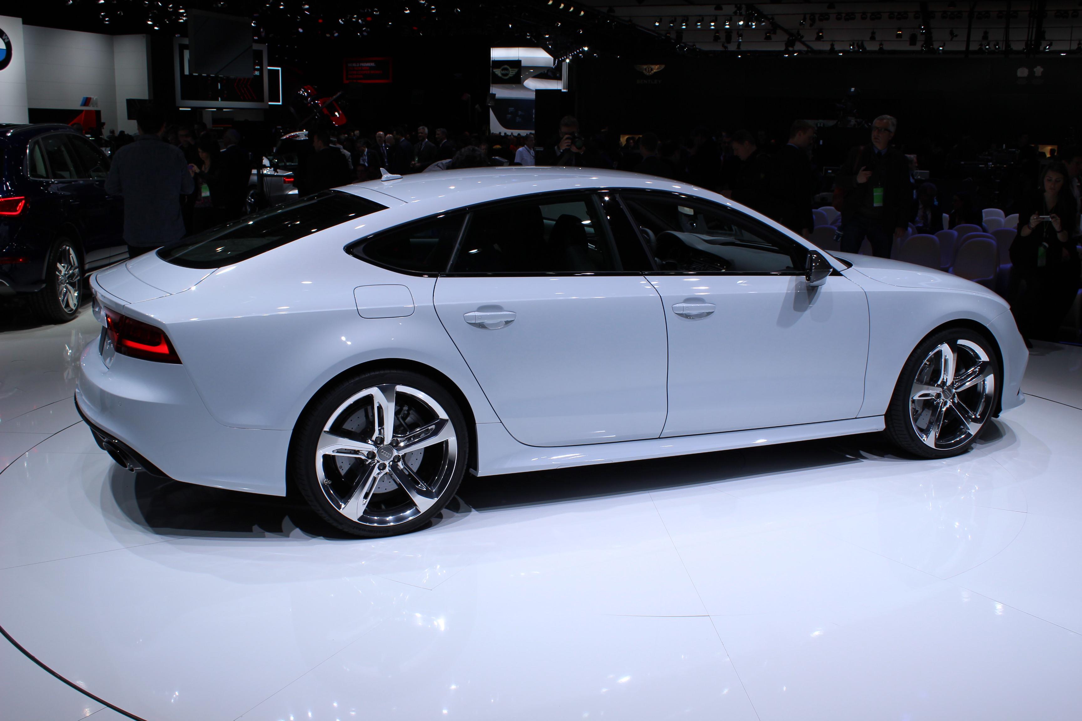 Audi V8 2013 Photo - 1