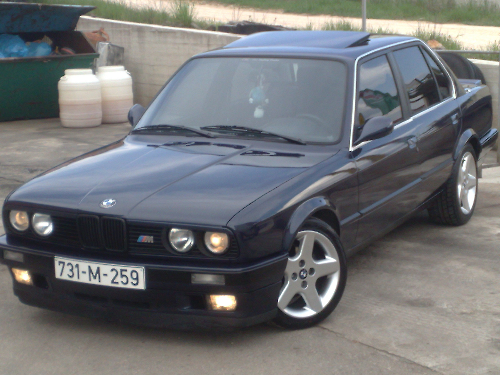 BMW 323i 1990 Photo - 1