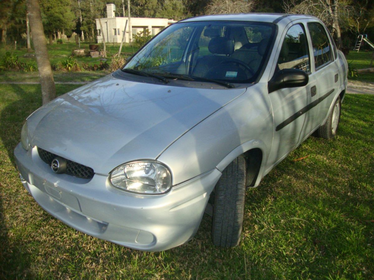 Chevrolet Corsa 2001 Photo - 1