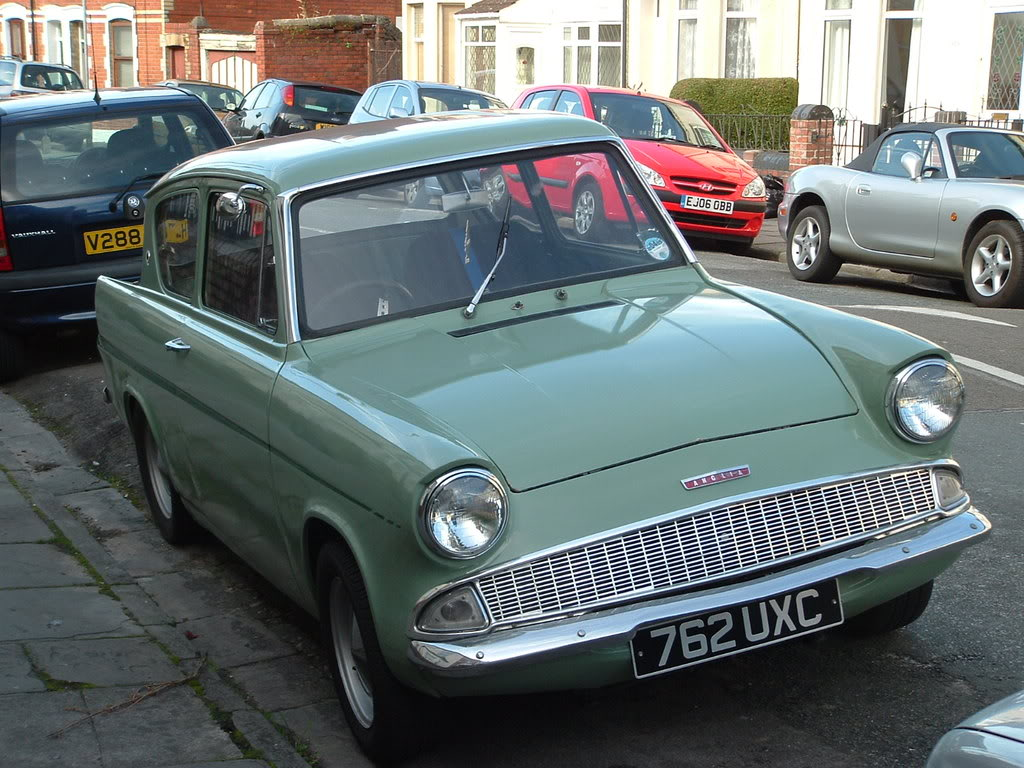 Ford Anglia 1964 Photo - 1