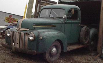 Ford Pickup 1946 Photo - 1