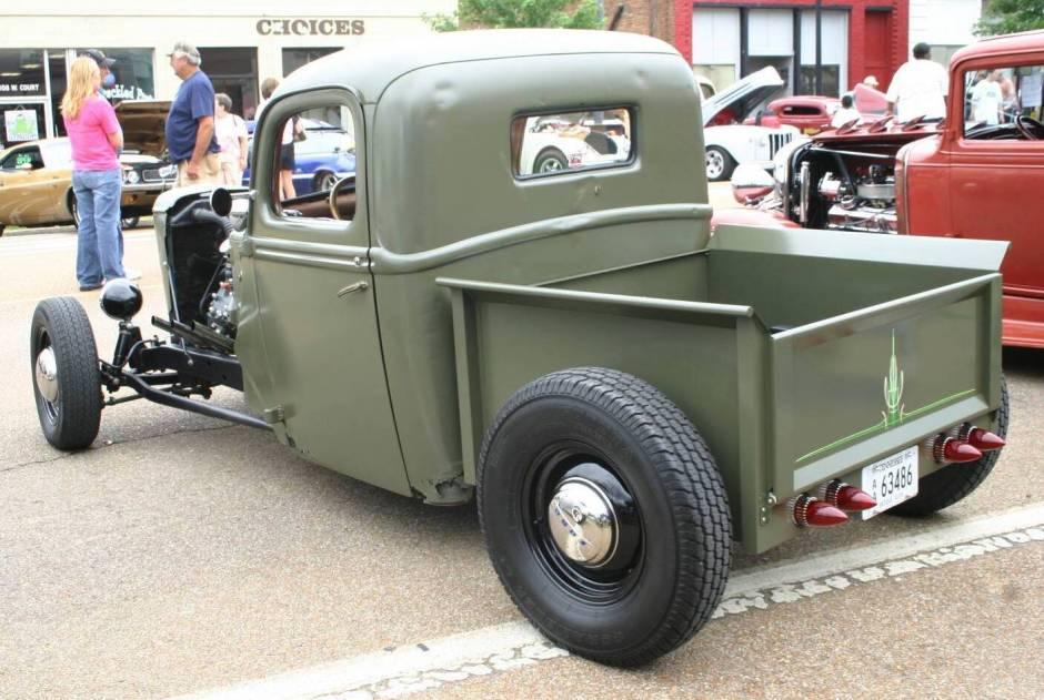 Ford Pickup 1947 Photo - 1