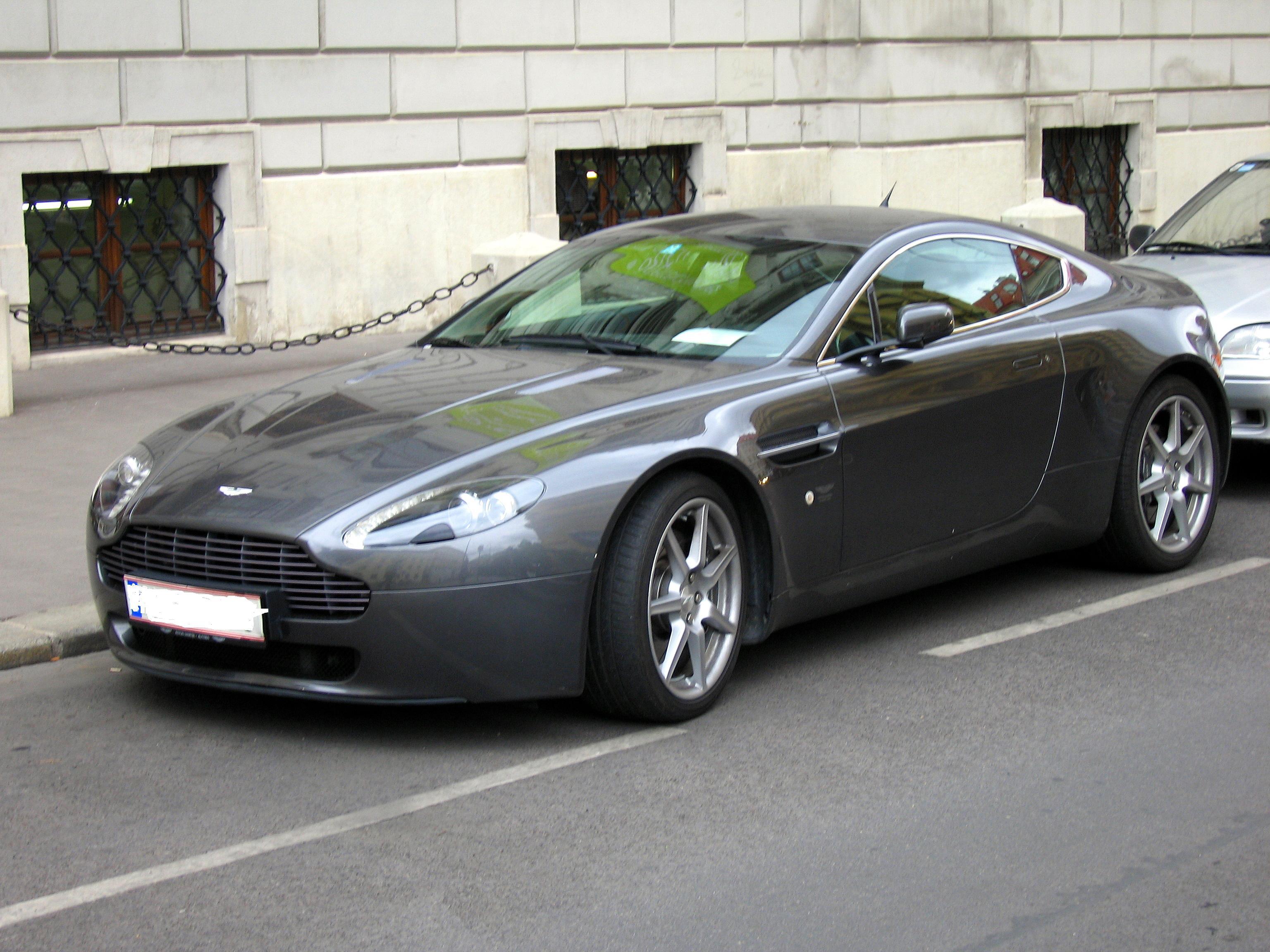 Aston Martin Vantage 2011 Photo - 1