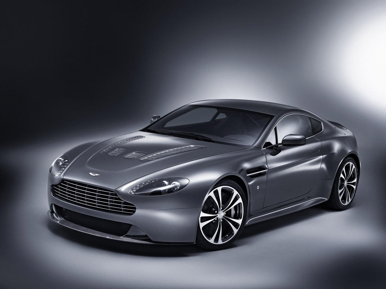 Aston Martin Vantage 2015 Photo - 1
