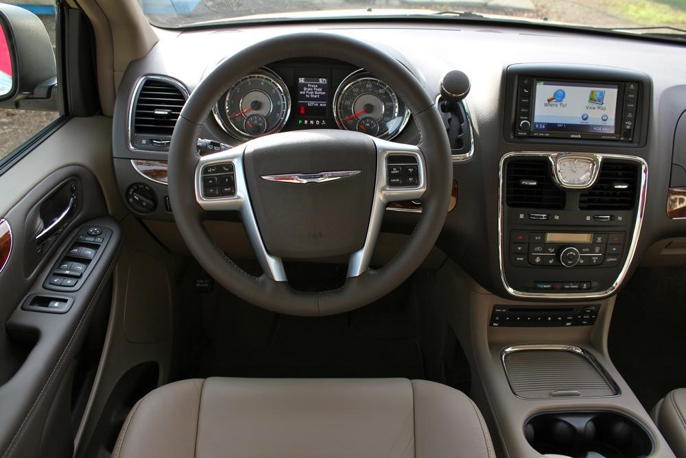 Chrysler Voyager 2011 Photo - 1