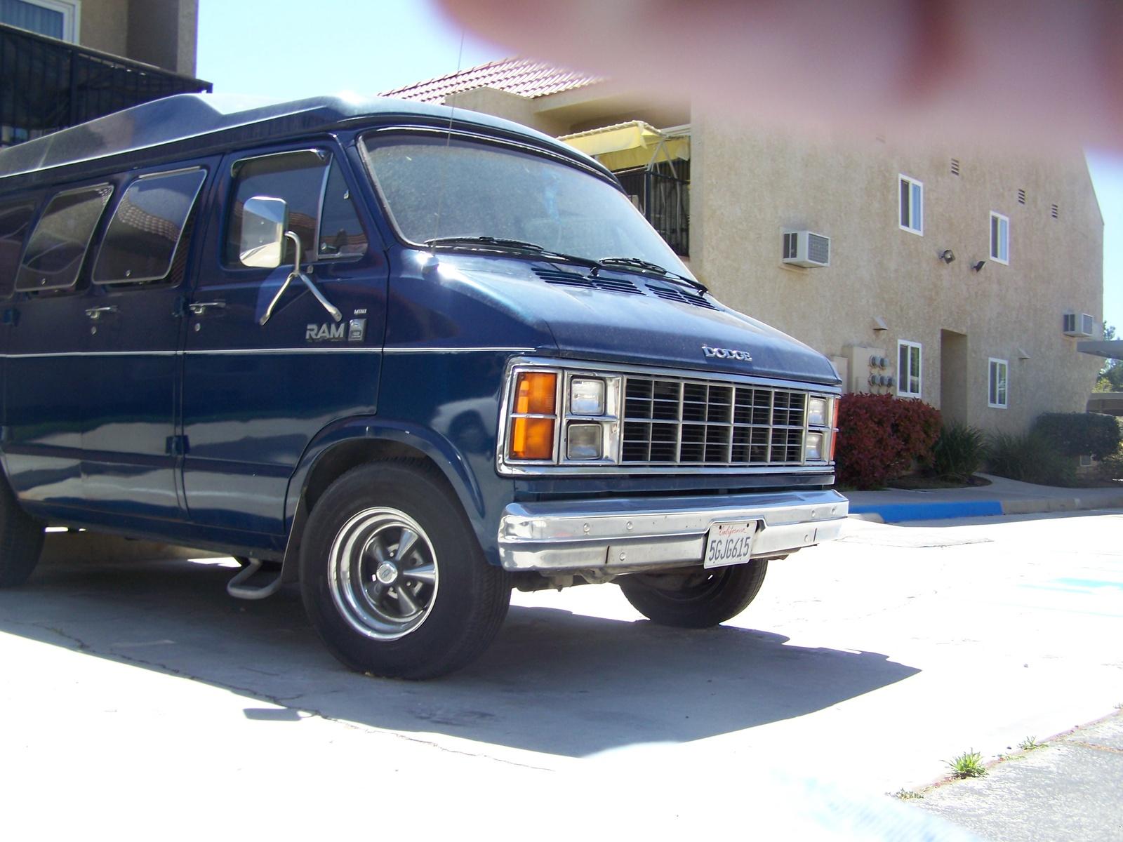 Dodge Van 1980 Photo - 1