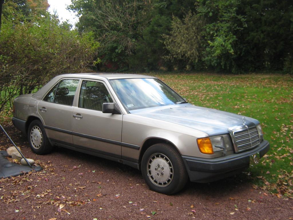Mercedes-benz 300E 1986 Photo - 1