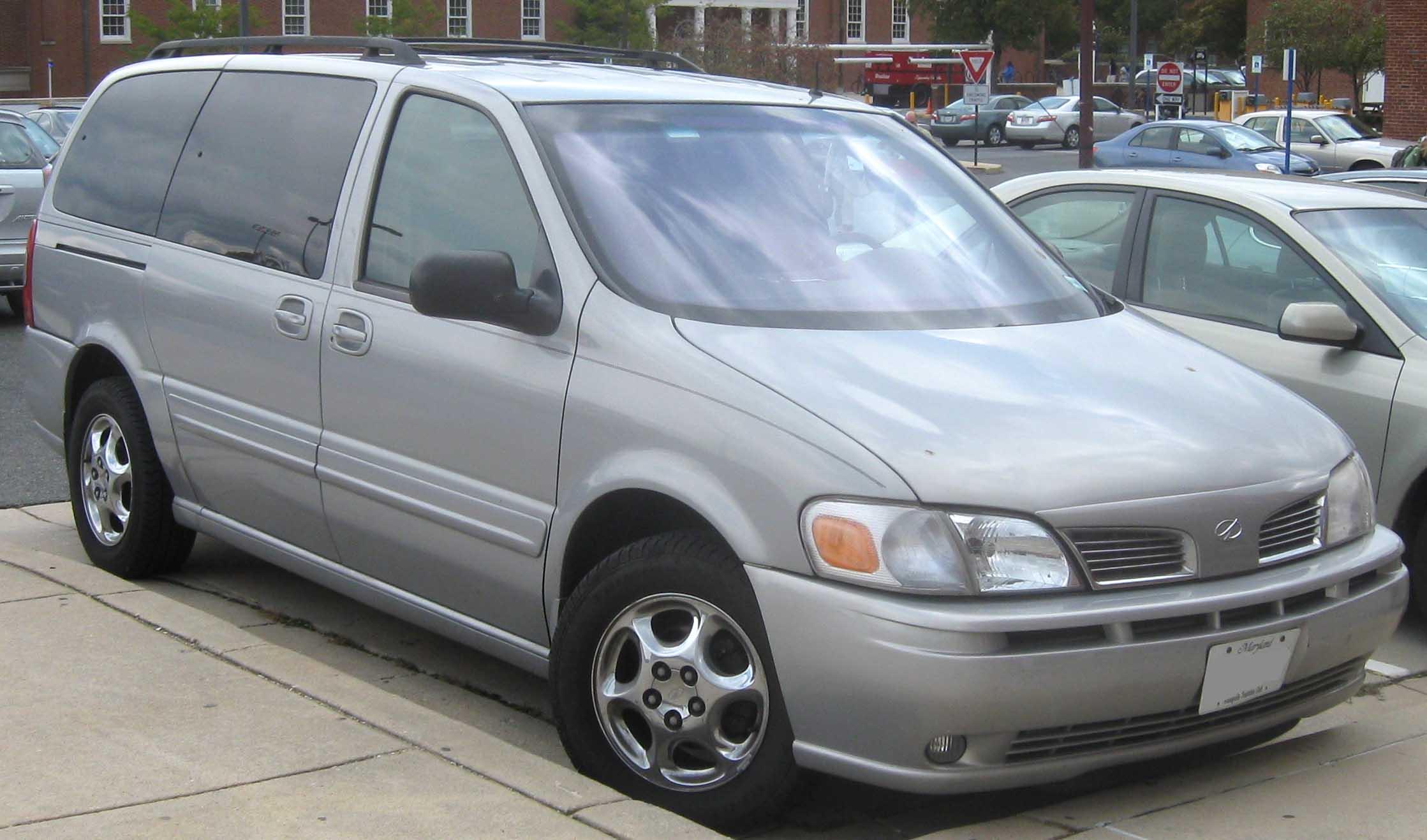 Oldsmobile Silhouette 2002 Photo - 1