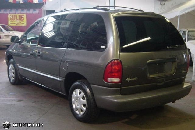 Plymouth Voyager 2000 Photo - 1