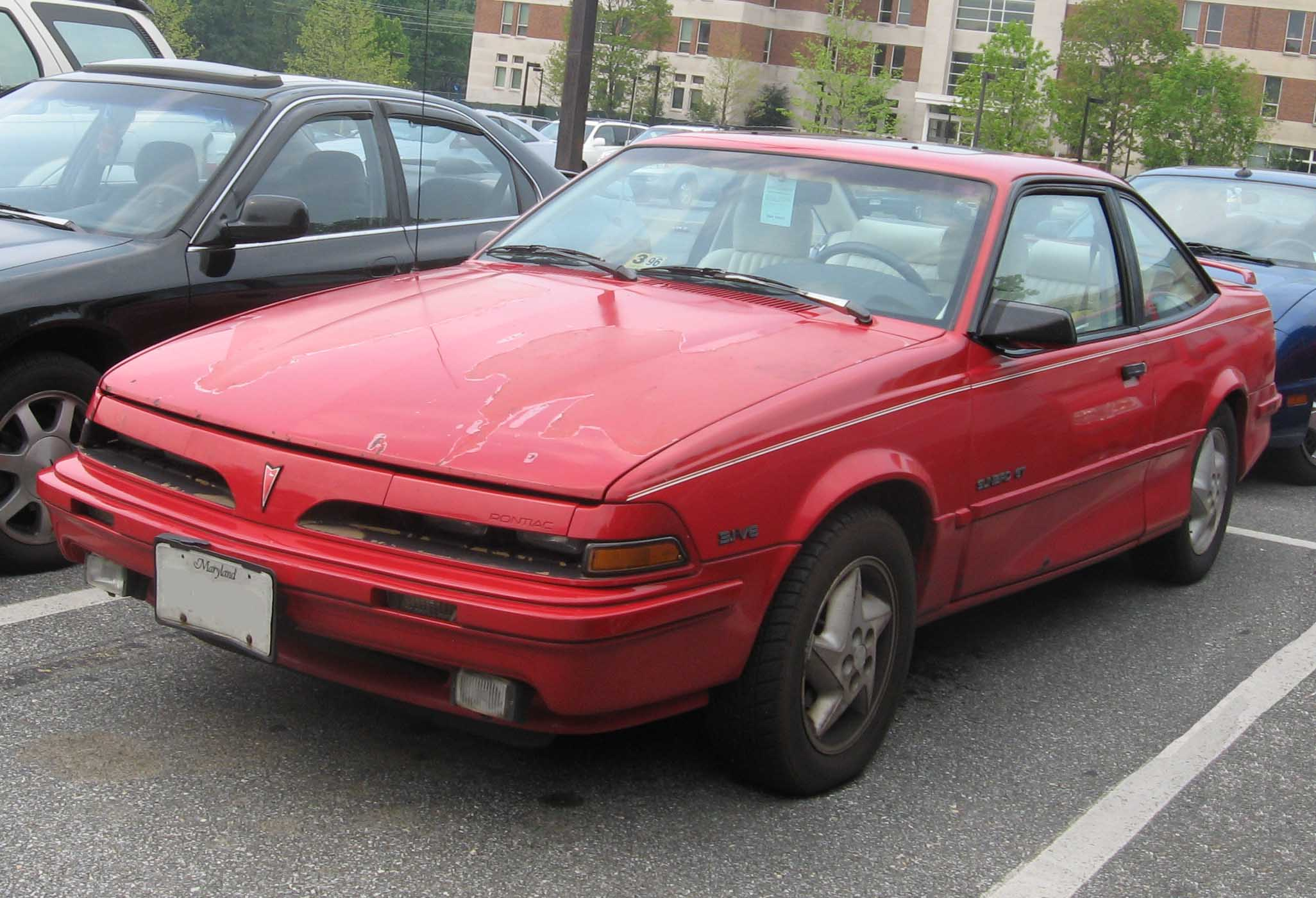 Pontiac Sunbird 1990 Photo - 1