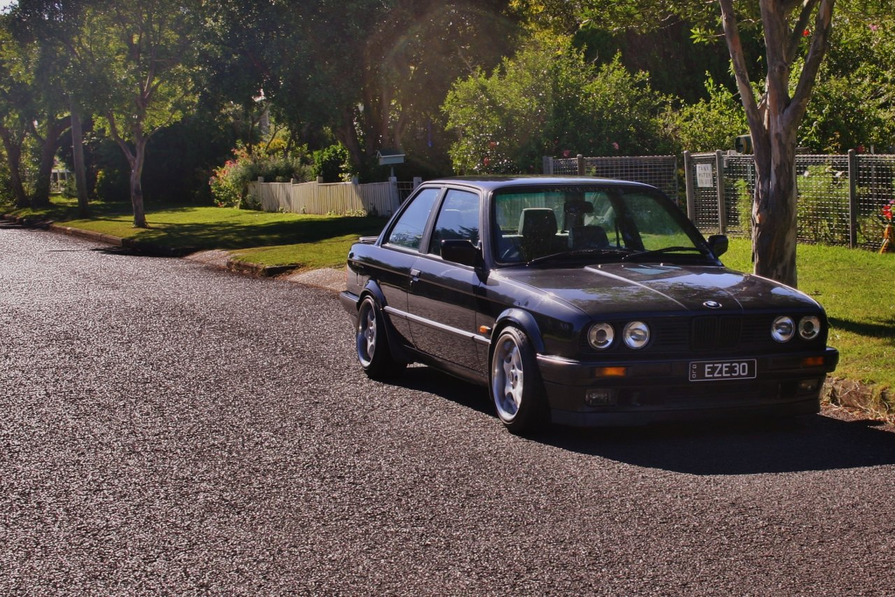 BMW 318iS 1990 photo - 4