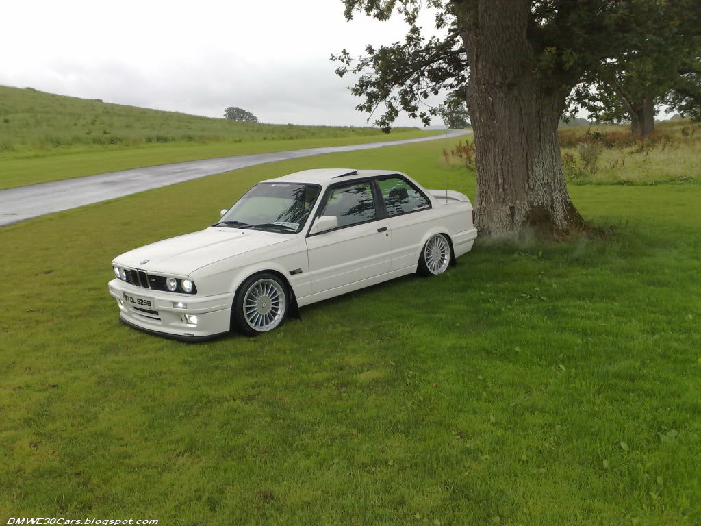 BMW 318iS 1991 photo - 9