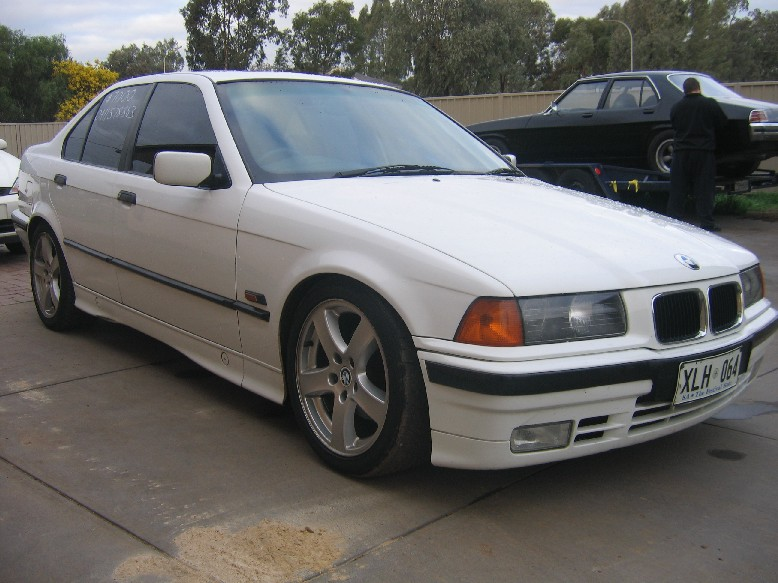 BMW 318iS 1992 photo - 7