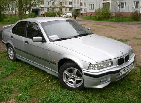 BMW 318iS 1994 photo - 9