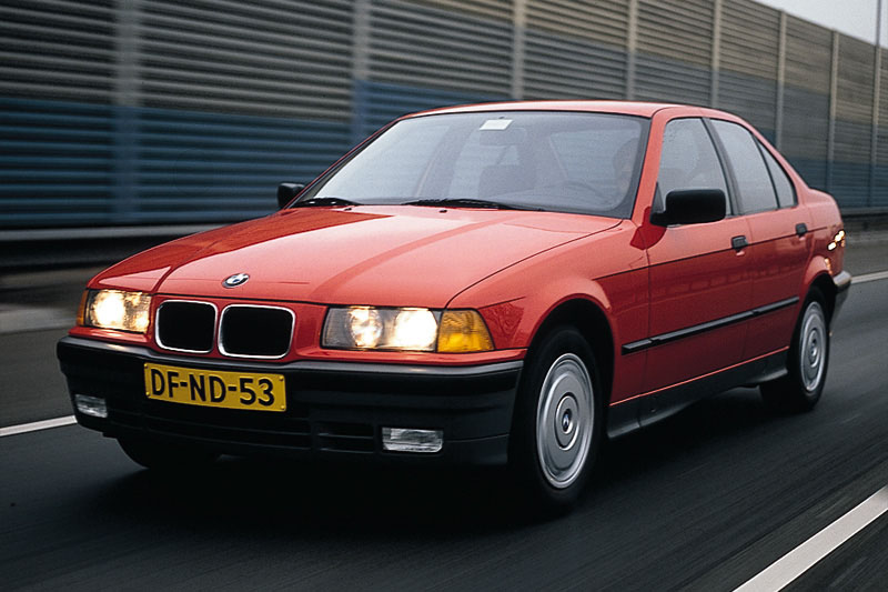 BMW 318iS 1996 photo - 4