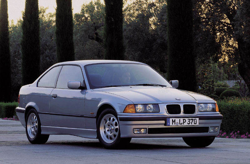 BMW 318iS 1996 photo - 5