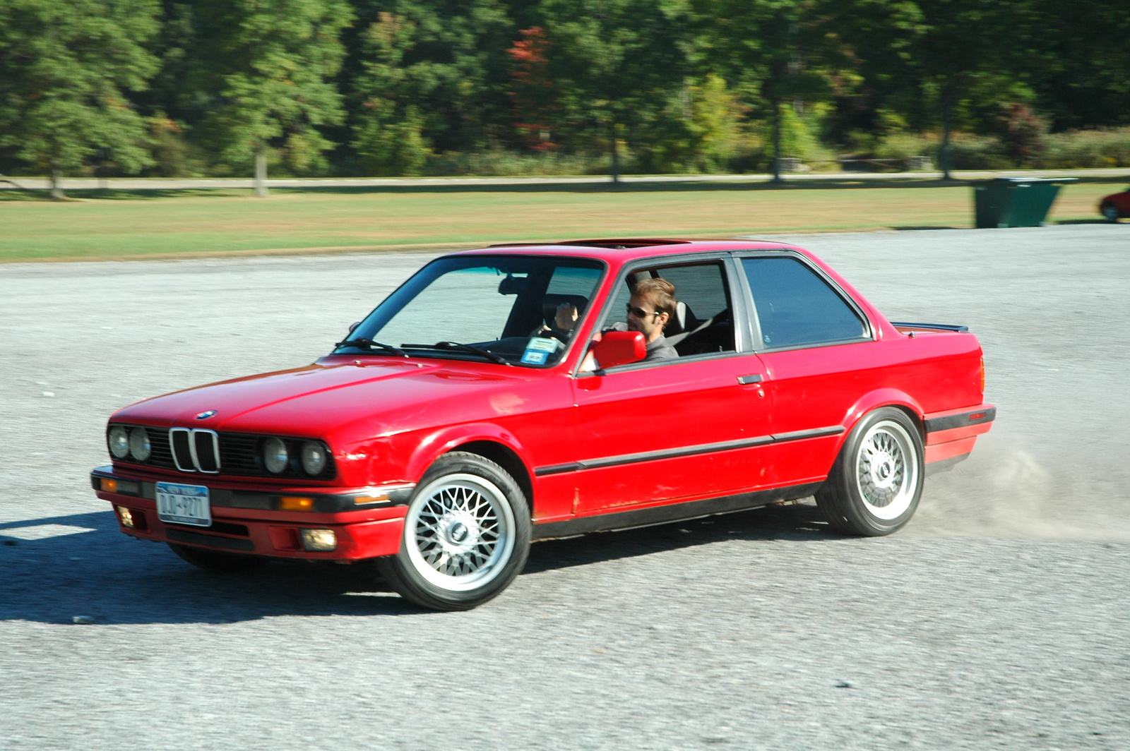 BMW 318iS 1996 photo - 8